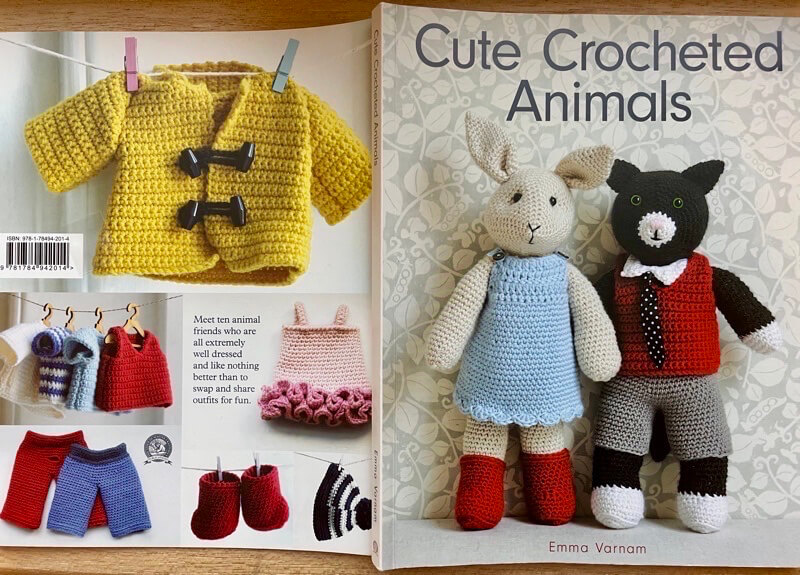 Front and back cover of Cute Crocheted Animals by Emma Varnam