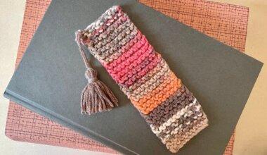 Easy garter stitch knitted bookmark with tassel